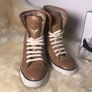 NWOT Tory Burch lace-up lamb skn ihigh top Sneaker